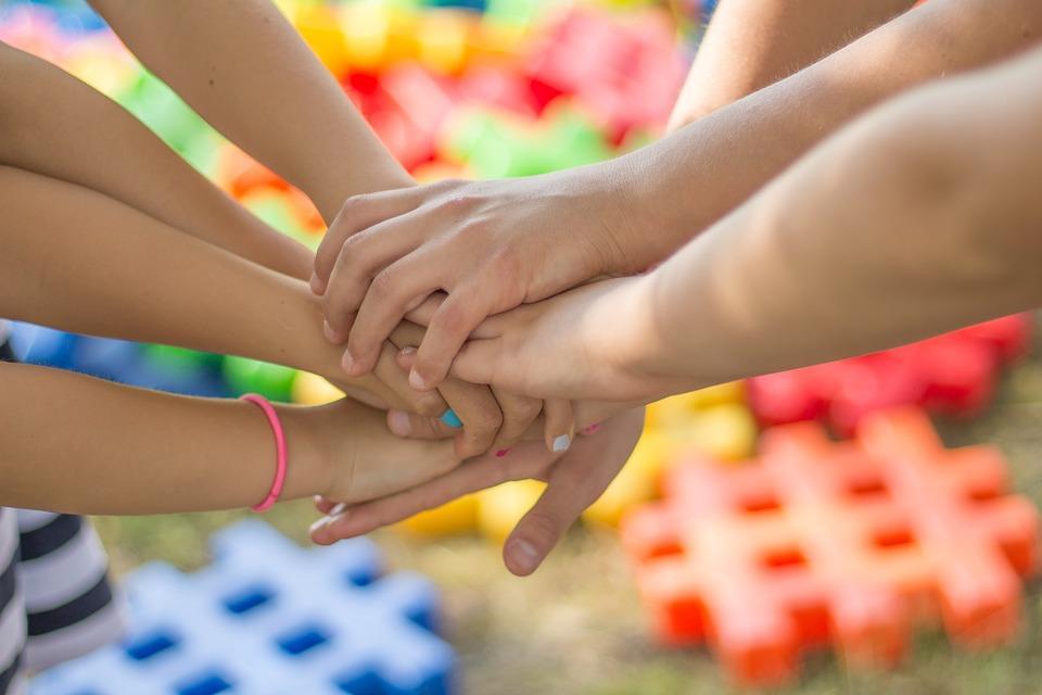Як навчити дитину хорошим манерам